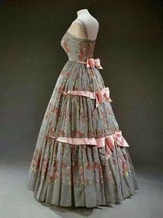 Queen Elizabeth II dress 1959
