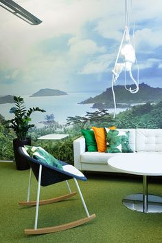 detaljee+8+sisustussuunnittelu+sisustussuunnittelija+interiordesigner+interior+helsinki+pääkaupunkiseutu+toimistosuunnittelu+valokuvatapetti+viidakko+art4u+sohva+ikea+sivupöytä+sohvapöytä+keinutuoli+Inno Interior+apina-valaisin+riippuvalaisin+Seletti+OOTDRK+kokolattiamatto+Desso+Koolmat
