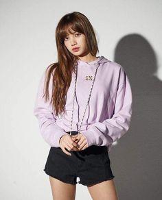 Your source of news on YG's current biggest girl group, BLACKPINK! Lisa Bp, Jennie Blackpink, Blackpink Fashion, Korean Fashion, Kpop Girl Groups, Kpop Girls, Ulzzang, Lisa Blackpink Wallpaper, Black Pink