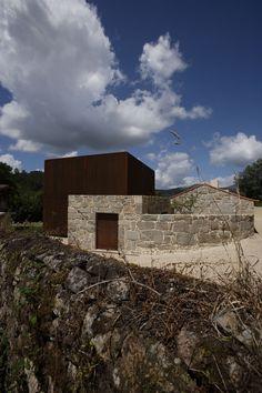 House in Sequeiros  JEAN PIERRE PORCHER, MARGARIDA OLIVEIRA, ALBINO FREITAS, TOPOS ATELIER DE ARQUITECTURA