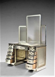 Silver Lacquered Wood, Chrome Metal and Glass with Sand Etched Decoration Dressing Table by Rene Lalique, made from 1928/30 Art Deco Furniture, Unique Furniture, Luxury Furniture, Vintage Furniture, Contemporary Furniture, Art Nouveau, Art Deco Bedroom, Art Deco Home, Art Deco Period