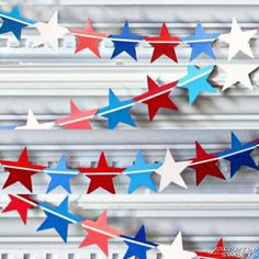 Paint Chip Star-Spangled Banner - Memorial Day Craft/ of July 4. Juli Party, 4th Of July Party, Fourth Of July, July Crafts, Holiday Crafts, Patriotic Crafts, Holiday Fun, Patriotic Party, Holiday Ideas