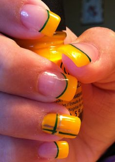 My husband would love it if I rocked these Green Bay nails So Nails, Nail Manicure, How To Do Nails, Cute Nails, Pretty Nails, Hair And Nails, Nail Polish, Mani Pedi, Football Nail Designs