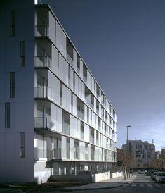 30 Unit Multifamily Housing Building,© Hisao Suzuki