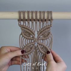 Me gusta, 28 comentarios - Chantel Conlon Macrame Wall Hanging Patterns, Macrame Plant Hangers, Macrame Patterns, Macrame Design, Macrame Art, Macrame Projects, Crochet Projects, Art Macramé, Micro Macramé