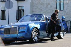 Le chanteur Johnny Hallyday a abîmé sa voiture alors qu'il se rendait à son cours de gym, à Los Angeles, le vendredi 16 janvier 2015.