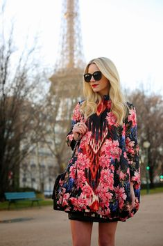 Love this Oscar de la Renta coat via Atlantic-Pacific Atlantic Pacific, Floral Fashion, High Fashion, All About Fashion, Passion For Fashion, Fashion Sites, Fashion Outfits, An American In Paris, Cool Style