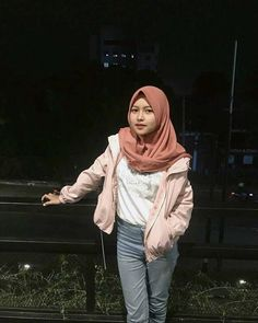 Hijab Gelis from Manado - Fairy Hijaber Hijab Casual, Ootd Hijab, Hijab Chic, Hijab Outfit, Beautiful Hijab, Beautiful Women, College Senior Pictures, Hijab Fashion, Fashion Outfits