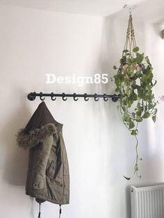 Deze zwarte steigerbuis kapstok bestaat uit steigerhout en steigerbuis! Een steigerbuis kapstok is stevig en geschikt voor ieder interieur. Zonder verzendkosten Hallway Coat Rack, Interior Design Living Room, Interior Decorating, Making Space, Interior Inspiration, Home And Living, Sweet Home, New Homes, House Design