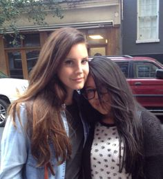 Lana Del Rey with a fan
