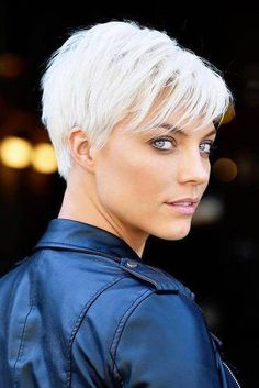 40 neuesten kurzen Pixie Frisuren für alle Thin Hair Cuts very short pixie cuts for thin hair Thin Hair Haircuts, Short Pixie Haircuts, Girl Haircuts, Short Hairstyles For Women, Diy Hairstyles, Pixie Haircut Thin Hair, Fashion Hairstyles, Layered Haircuts, Hairstyle Ideas