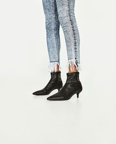 Image 4 of HIGH-RISE SKINNY FIT POWER STRETCH JEANS from Zara