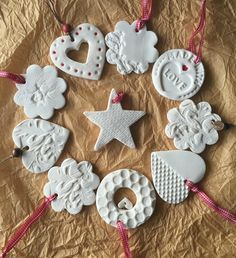 Hottest Pic air dry Clay ornaments Suggestions Air dry clay is supplied in a sealed, foil pack and is ready-to-use for modelling and craft project Clay Christmas Decorations, Polymer Clay Christmas, Diy Christmas Ornaments, Homemade Christmas, Christmas Art, Christmas Projects, Holiday Crafts, Homemade Ornaments, Christmas Ideas