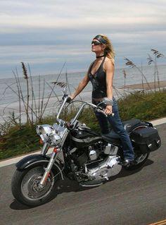Biker girl ❤️ Women Riding Motorcycles ❤️ Girls on Bikes ❤️ Biker Babes ❤️ Lady Riders ❤️ Girls who ride rock ❤️ Lady Biker, Biker Girl, Motard Sexy, Chicks On Bikes, Motorbike Girl, Motorcycle Girls, Rockabilly Cars, Hot Bikes, Biker Chick