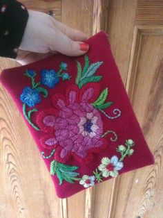 inspiration, love this flower in swedish old embroidery called Hallandssöm