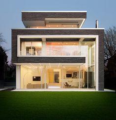 Wir bauen mit Sorgfalt und Erfahrung zeitlos moderne, offene und helle Häuser mit besonderen Raum- und Detailqualitäten, als Teil der Landschaft und in Wechselwirkung mit der Umgebung.