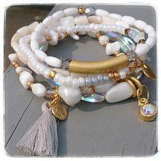 Ateliier Balila armbandsetje in wit en goudtinten met gouden bedels