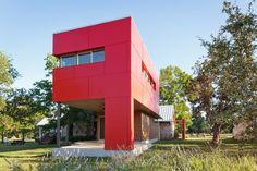 Фасадные панели для наружной отделки дома: разновидности и 80 практичных решений для стильного экстерьера http://happymodern.ru/fasadnye-paneli-dlya-naruzhnoj-otdelki-doma/ Сэндвич панели помогут в утеплении вашего жилища