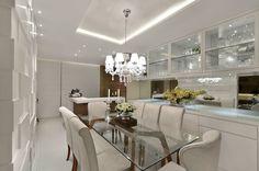 Sala de jantar S R: Salas de jantar clássicas por Redecker + Sperb arquitetura e decoração