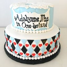 Everyone is crazy about Alice in Wonderland lately! Here's a great first birthday cake! One-derland! #customcake