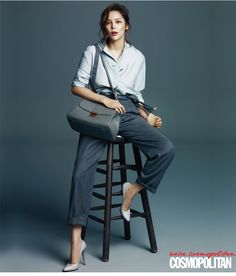 In the November pages of Cosmopolitan Korea, Park Si Yeon shows the fashion must-haves of a career woman. Among thosewould be a collection of Carlyn bags! Check it!    Source | …