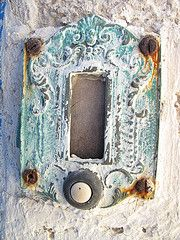 old doorbell in greece ✿ etsy bluefolkhome says ✿:the rust is what makes this beautiful! Old Doors, Windows And Doors, Door Knobs And Knockers, Shabby Chic, Peeling Paint, My Favorite Color, Shades Of Blue, Decoration, Old Things