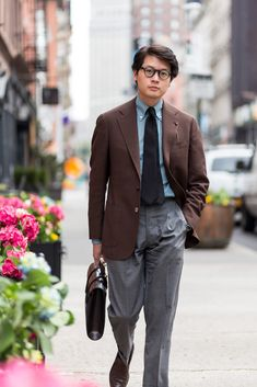 Mark Cho of the Armoury. Gentleman Mode, Gentleman Style, Brown Sport Coat, Light Blue Shirts, Moda Casual, Mens Fashion Suits, Suit And Tie, Well Dressed Men, Costume