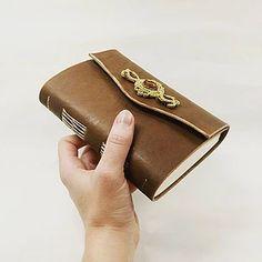 Kožený zápisník, ručná výroba, mapa sveta, cestovatelský denník / handmade / bookbinding / leather / paper / soutache / elegant journal / french stitch / simple