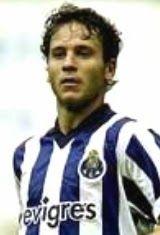 Cândido Alves Moreira da Costa nasceu no dia 30 de Abril de 1981 em São João da Madeira. Começou com sete anos a jogar futebol no A.D. Sanjoanense e aos 15 anos ingressou no S.L. Benfica onde permaneceu até ao final da temporada de 1998/99. No ano seguinte e já como sénior transferiu-se para o S.C. Salgueiros. Em 2000/01 chegou ao Futebol Clube do Porto. A estreia pelos Dragões em jogos oficiais aconteceu no dia 13 de Agosto de 2000 no Estádio das Antas onde o F.C. Porto empatou contra o…