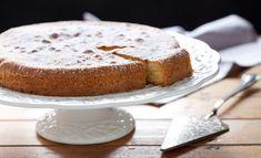 Come sprigionare i sapori dell'autunno in cucina? Con la ricetta della torta di cachi! Un dolce originale e sorprendente, dal manto friabile e dal cuore morbido e arancione!
