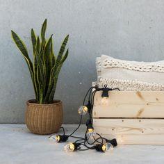 Idin, una guirnalda de bombillas LED perfecta para decorar cualquier estancia.