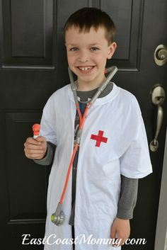 East Coast Mommy: 20 Awesome No-Sew Costumes for Kids Doctor Coat, Diy Doctor, Kids Lab Coat, Kids Coats, Dentist Costume, Costumes Faciles, Dramatic Play Themes, Mad Science Party, Career Day