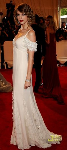 Taylor Swift looks like an actress from Downton Abbey with this hair do and dress! sophisticated!