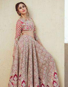 Kareena, who is married to actor Saif Ali Khan, was elegant in a bridal lehenga. Image courtesy: Faraz Manan