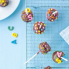 """If you don't feel like making the cake balls yourself, you can grab the """"fix-and-ready"""" bag of tricks. So you only need 3 ingredients to make cake pops for school. ABC cake pops for schooling Sonja Tigges sonjatigges Ein Baby Girl Christening Cake, Bullet Journal Birthday Tracker, Cream Filled Cupcakes, Alphabet Cake, Cake Lettering, 1st Birthday Cake Topper, Cookie Crush, Boston Cream Pie, Cake Pops How To Make"""