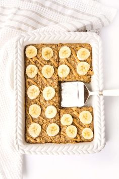 healthy living Breakfast doesn't get much easier than this Peanut Butter Banana Baked Oatmeal! Whip up a batch and store it in the fridge or freezer for a quick and easy breakfast throu Clean Eating Snacks, Healthy Snacks, Healthy Recipes, Eating Habits, Banana Recipes Clean Eating, Heart Healthy Desserts, Healthy Breakfasts, Stay Healthy, Eating Healthy