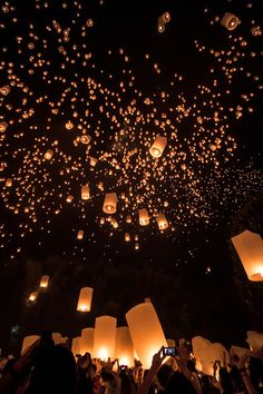 Loy Krathong & Yi Peng festival, Thailand