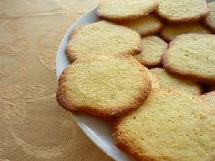 Одной из вкуснейших татарских выпечек является домашнее печенье. Самый оптимальный вариант, это воспользоваться качественным сливочным маслом. В этом случае получится печенье очень приятного вкуса, и будет таять во рту. Свежего масла 300 г вполне достаточно. Смешать его нужно...http://vk.com/dinnerday; http://instagram.com/dinnerday #выпечка #кулинария #печенье #рецепт #dinnerday #food #cook #recipe #cookery #baking #cookie