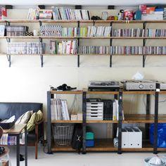 kohさんの、レコード,雑貨,男前,無印良品,オーディオ機器,収納,本棚,ディアウォール,BRIWAX,一人暮らし,DIY,ハンドメイド,CD棚,壁/天井,のお部屋写真 Cd Storage, Vinyl Storage, Home Interior Design, Interior Architecture, Bookshelves, Bookcase, Record Shelf, Library Room, Audio Room