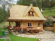 Tiny Homes | If I was ever in a position where I was alone, I'd love to live in a little home just like this one! It's perfect in every way... #LogHouses