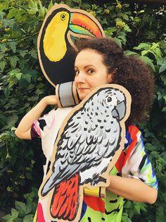 Картонный попугай для фото