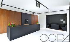 Extreem mat zwarte keuken, modern, alles mooi weggewerkt naar wens van de klant