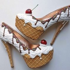 Shoe Bakery – Pinup Schuhe im Torten-Look What a fun pair of heels. The post Shoe Bakery – Pinup Schuhe im Torten-Look appeared first on Beauty Shares. Funky Shoes, Crazy Shoes, Cute Shoes, Me Too Shoes, Weird Shoes, Crazy High Heels, Pin Up Shoes, Ice Cream Shoes, Shoe Boots