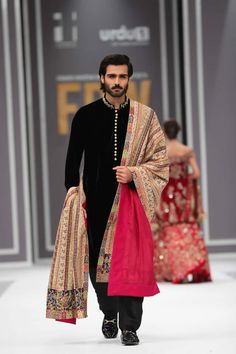What should the groom wear to the wedding? These 15 Indian Groom Wedding Dress Fashion outfit styles will pretty much cover you the entire wedding. Wedding Dresses Men Indian, Wedding Outfits For Groom, Groom Wedding Dress, Groom Dress, Wedding Dress Styles, Men Dress, Indian Weddings, Wedding Couples, Wedding Attire