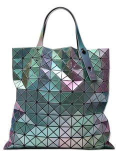 Official online shop for BAO BAO ISSEY MIYAKE, a unique bag collection with  intriguing shapes and diverse materials. 518992c463