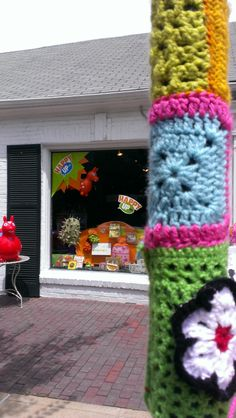 Aug. 2013 Yarn Bomb at Happy Up in Clayton