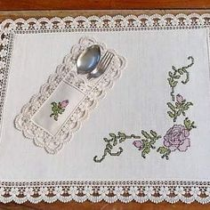 This Pin was discovered by Emi Crochet Flower Tutorial, Easy Crochet Patterns, Cross Stitch Patterns, Teapot Cover, Place Mats Quilted, Cross Stitch Heart, Yarn Shop, Embroidery Jewelry, Deco Table