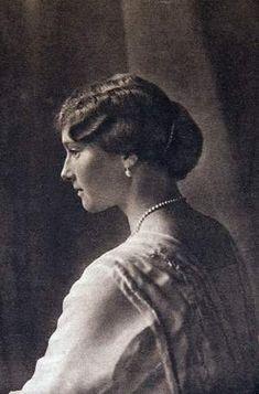 Tatiana Nikolaevna Romanova foi a segunda filha de Nicolau II e Alexandra da Rússia, nascida no dia 10 de Junho de 1897 no Palácio d...