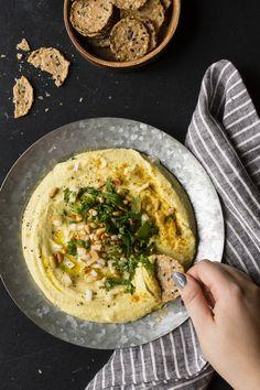 Hummus de chou-fleur grillé | K pour Katrine Vegetable Recipes, Vegetarian Recipes, Dips, Dinner With Friends, Middle Eastern Recipes, Bon Appetit, Meal Prep, Food Porn, Food And Drink