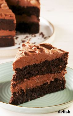 Just because a dessert doesn't gluten or sugar, doesn't mean it can't be good. This chocolate layer cake is rich, decadent and fudgy. And the chocolately cream cheese frosting makes it one of our new favorite Keto desserts—ever! Keto Desserts, Keto Dessert Easy, Sugar Free Desserts, Healthy Dessert Recipes, Easy Desserts, Cake Recipes, Drink Recipes, Baking Desserts, Cake Baking